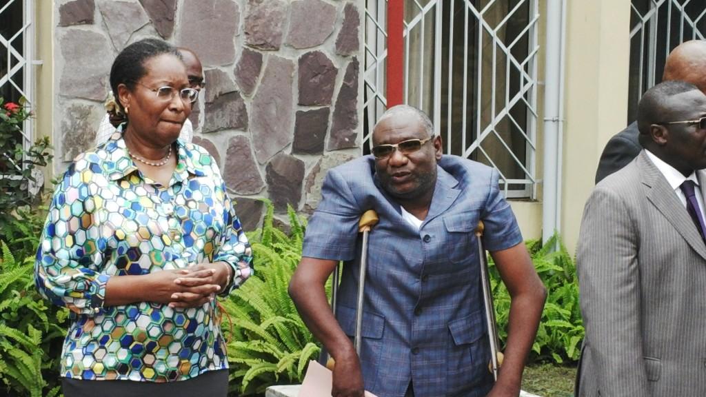Congolese minister Emilienne Raoul en Ghislain Louppe tijdens de ceremonie op de Dag van de Gehandicapten.
