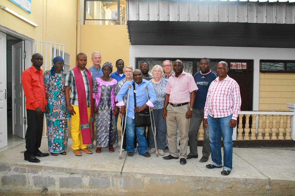 Equipe op bezoek in Centre des Polios Caretas in Pointe-Noire